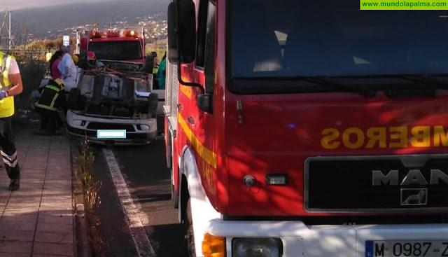 Un vehículo volcó esta mañana en el Hospital General de La Palma