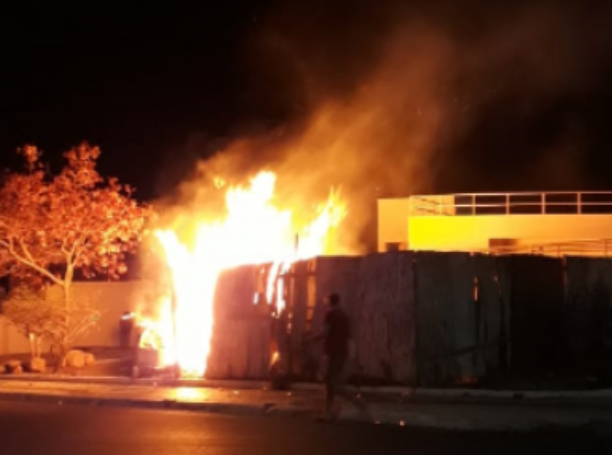 Em Delmiro Gouveia, incêndio é registrado na parte externa do prédio do Memorial construido em homenagem ao industrial Delmiro Augusto da Cruz Gouveia