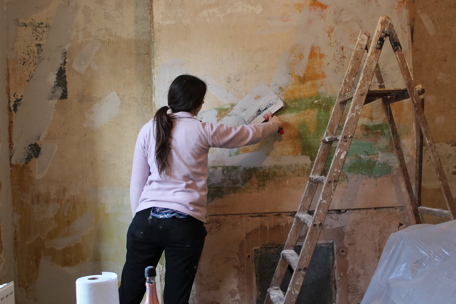 How to repair old plastered walls