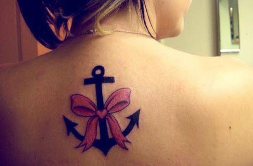 Pequenas trás de tatuagens de âncoras ancora arcos de tatuagem para as meninas