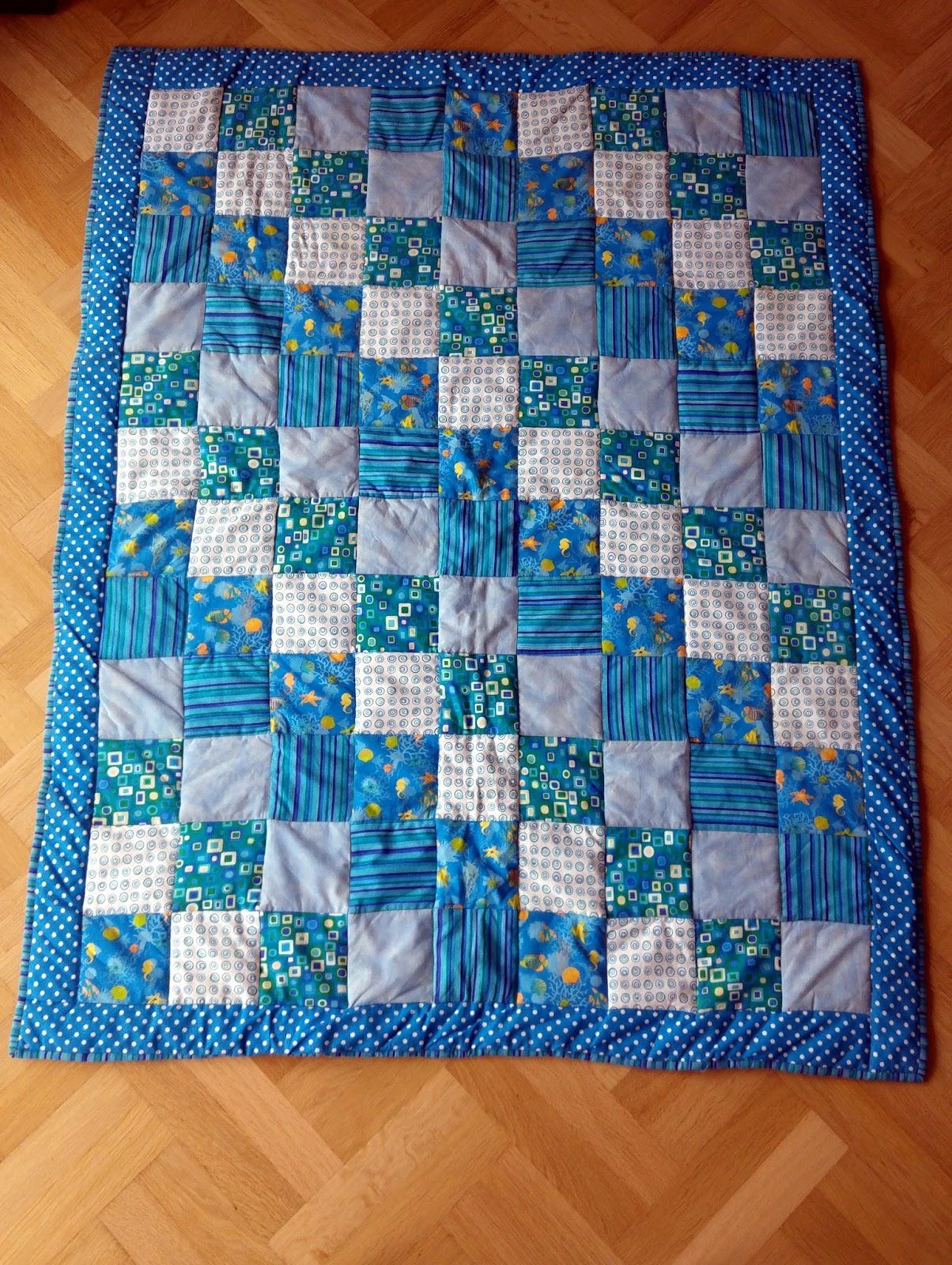aber wie naht man nun eine solche patchworkdecke da kann ich euch das tutorial von pech schwefel ans herz legen ricarda hat hier eine ganz tolle