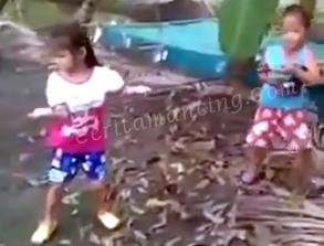 Sepasang Bocah Mancing Dapat Ikan Besar Sampai Tak Kuat Angkat