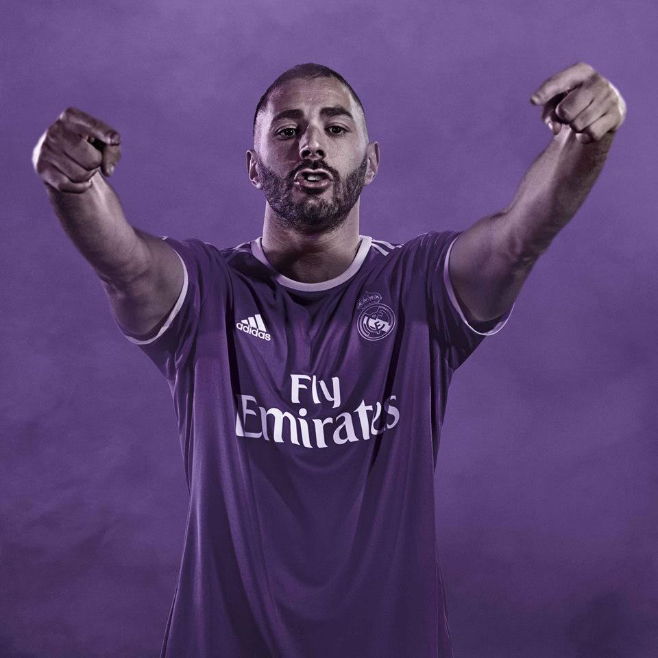 a4e755902d00d Karim Benzema con la segunda camiseta del Real Madrid 2016-2017