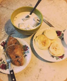 śledź marynowany, podany w śmietanie, smażony karp w ociecie, jajko sadzone