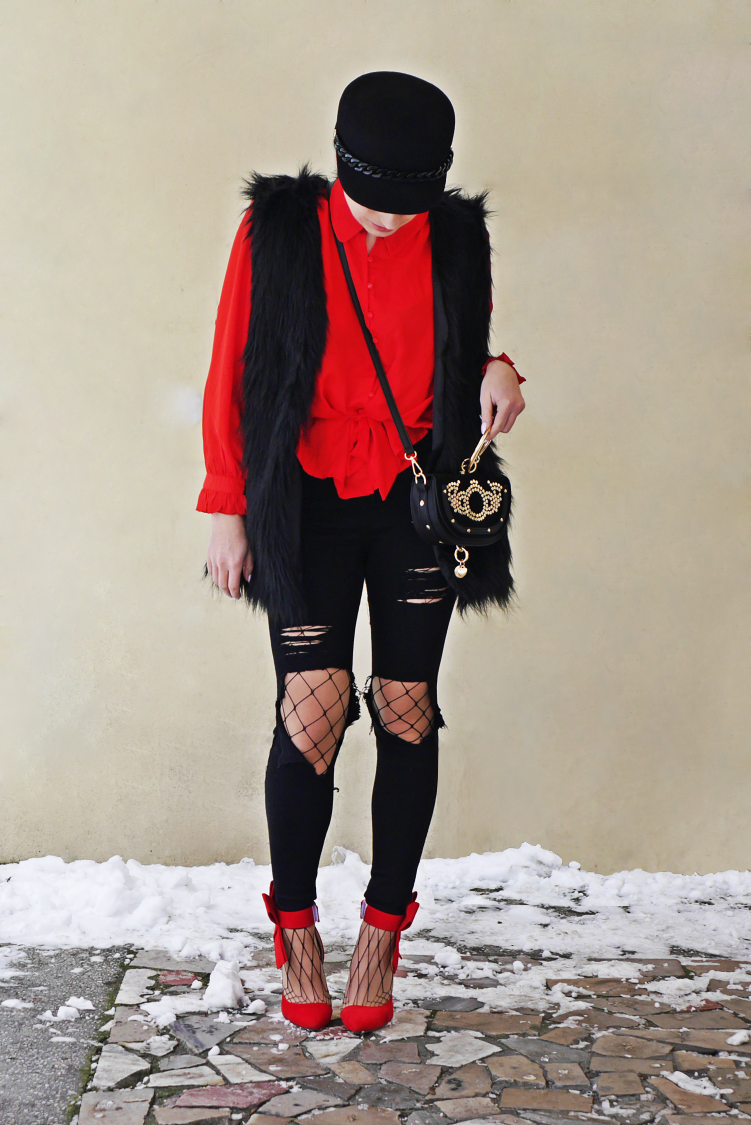 5_red_shirt_fur_waist_red_heels_karyn_blog_modowy_120218a