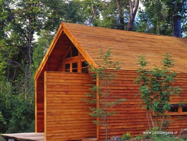 Casa de madera diseño granero estilo Contemporáneo