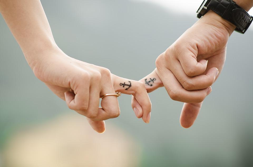 karma, problemy w związku, reinkarnacja, toksyczne związki, relacje partnerskie