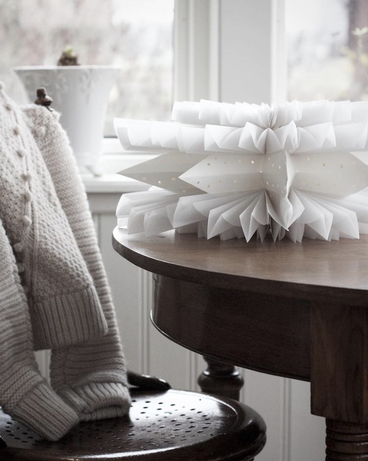 Subtle Christmas Touches in A Swedish Country Home – OBSiGeN