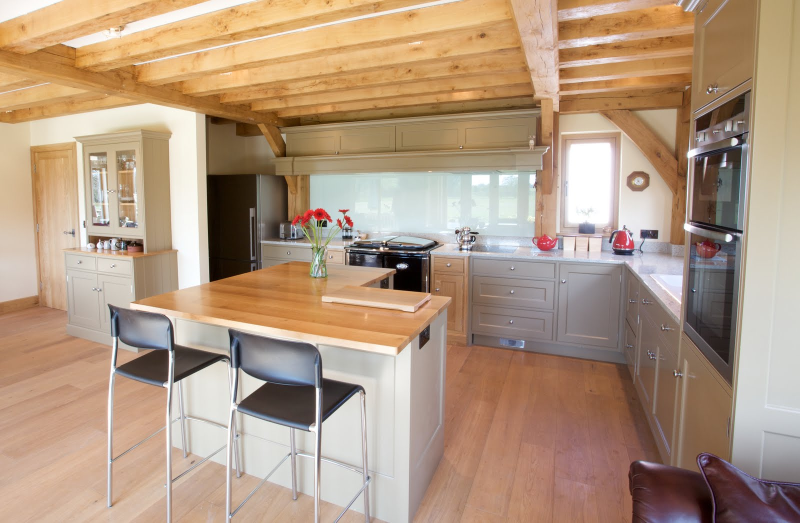 Baker And Baker: A Beautiful Kitchen For A Beautiful Room