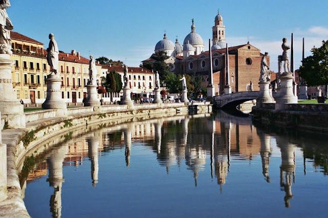 Vista da Basílica di Sant'Antonio em Pádua na Itália