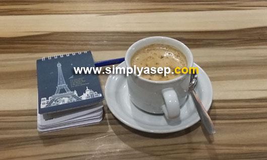KOPI : Secangkir kopi apa pun kesukaan anda adalah kebahagiaan. Nikmati kopi apa pun kesukaan anda. Foto Asep Haryono