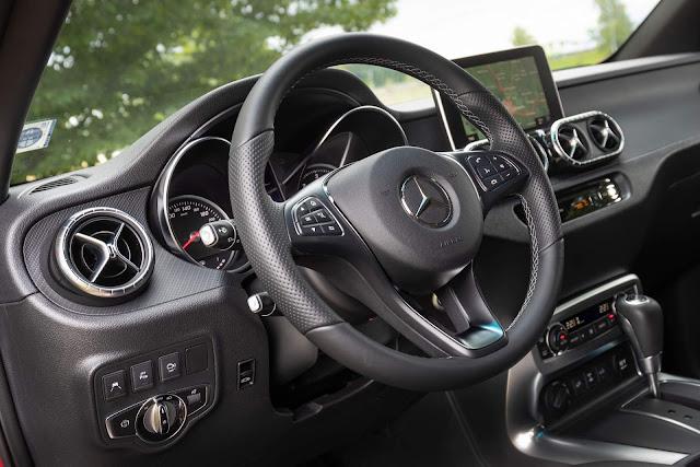 Mercedes Benz Classe X - interior de plástico duro