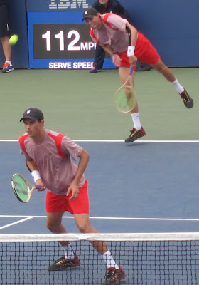 Bryans, Gibbs reach quarterfinals in Open doubles