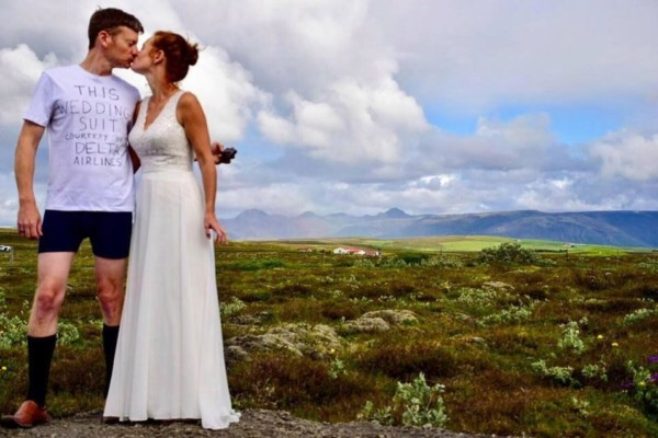 Groom-gets-married-in-Tshirt-and-shorts-after-Airline-loses-his-luggage