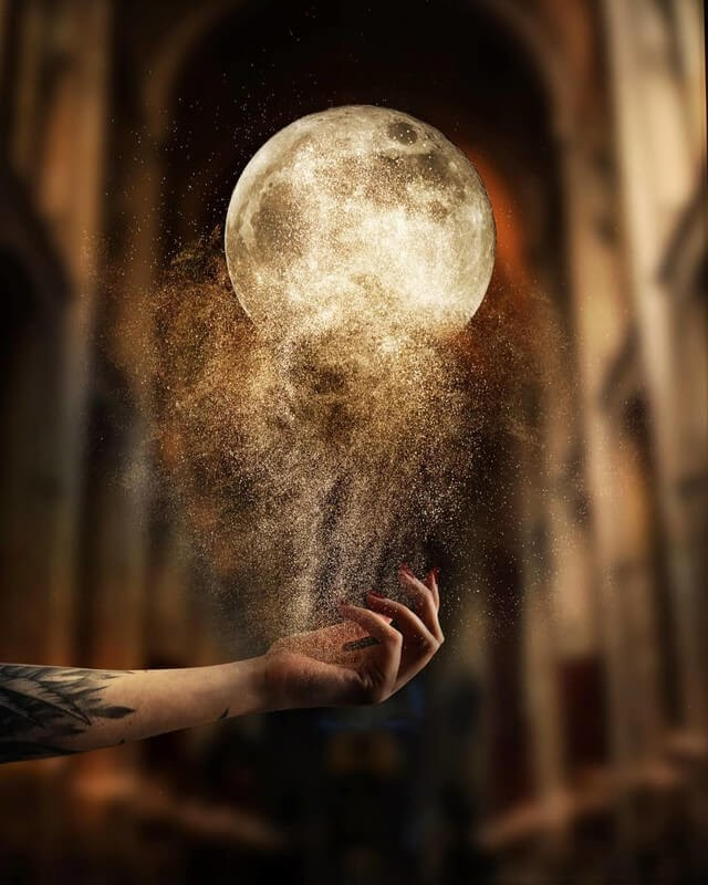 01-Moon-Dust-Natacha-Einat-Photos-of-Our-Word-in-Surrealism-www-designstack-co