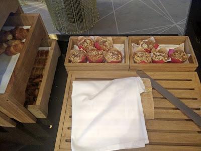 Hilton Tallinn Park Executive Lounge breakfast: bread, croissants