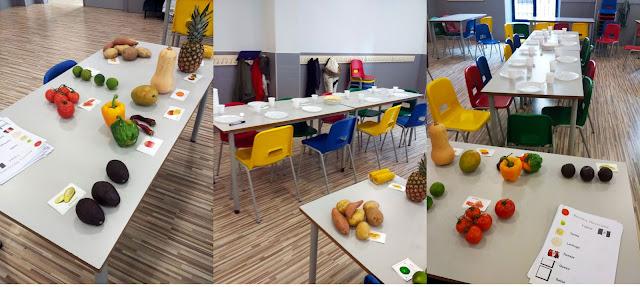 las mesas con los platos donde montaron las fajitas y una mesa con las frutas venidas de américa con su ficha