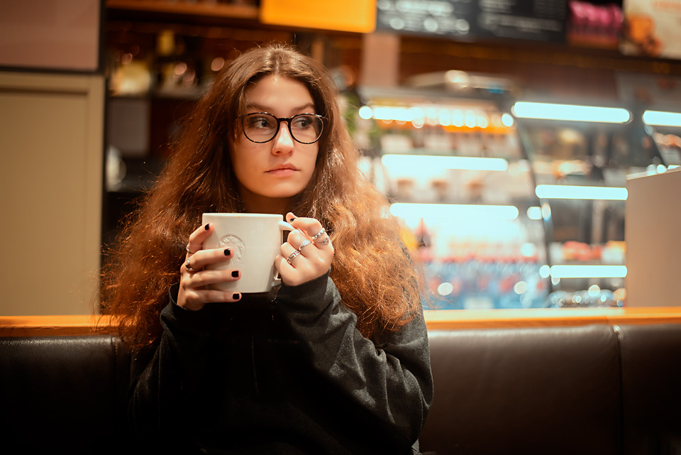 Alexandra - portrét z kavárny