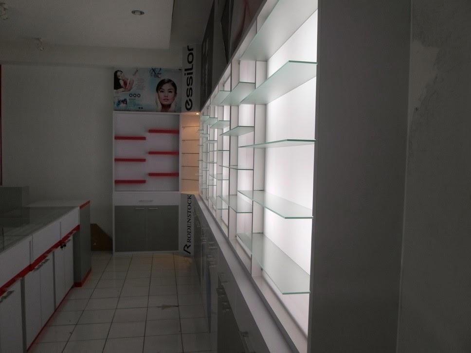 Etalase nempel dinding untuk toko Kacamata - Semarang