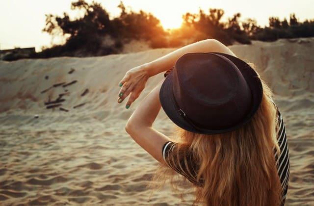 Atasi bad hair day dengan topi kesayanganmu