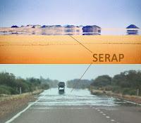 Çöl ve asfalt yol yüzeyinde oluşmuş serap görüntüleri