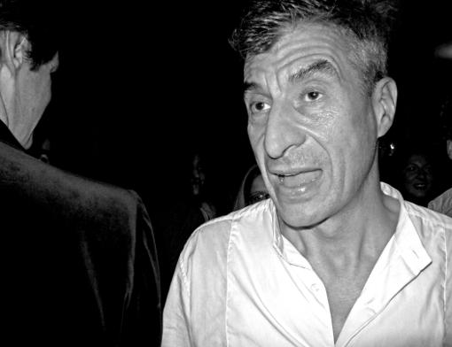Maurizio Cattelan chez Maxim's artiste plasticien art contemporain franck chevalier paris