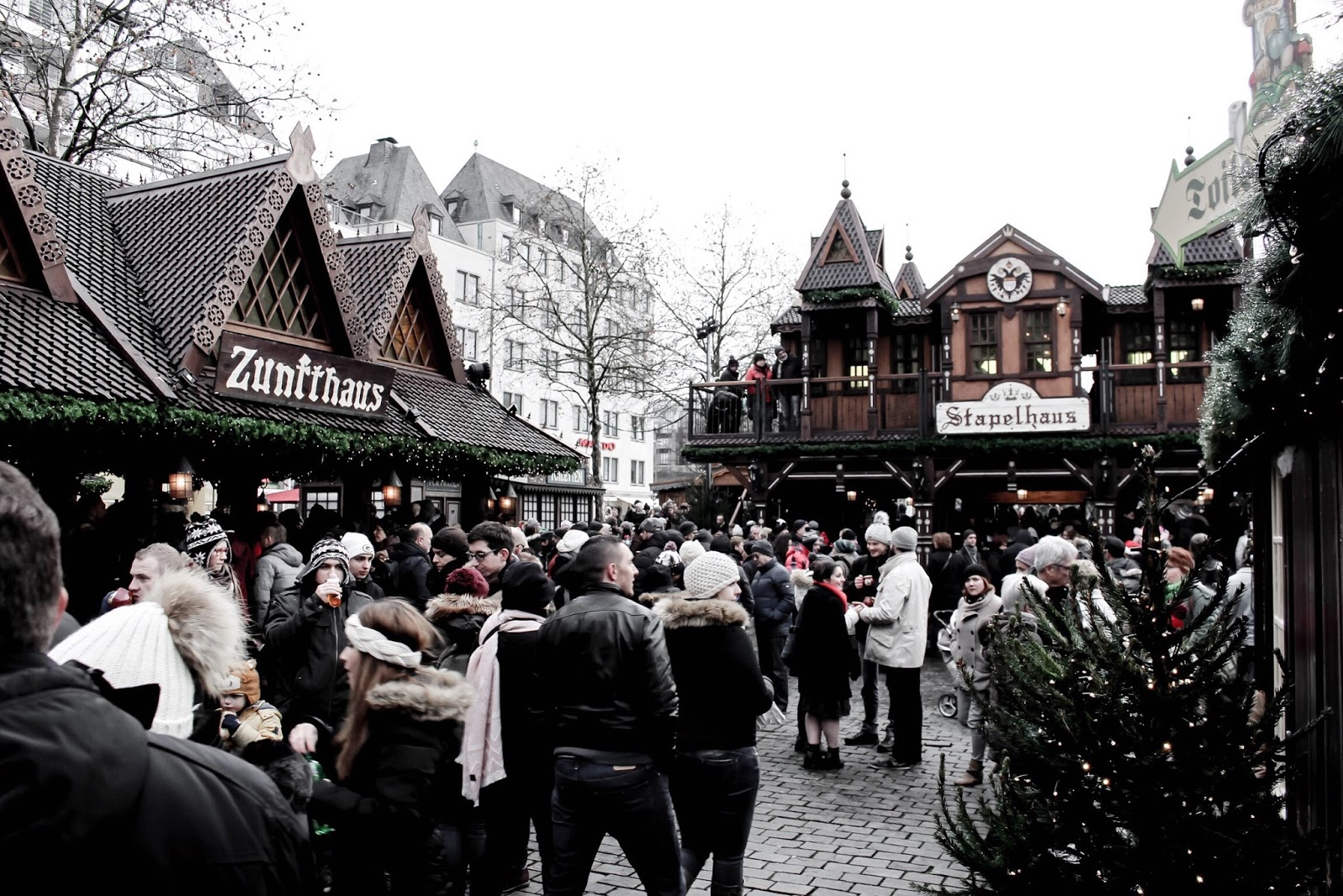 Crowds at Heimat der Heinzel Christmas Market