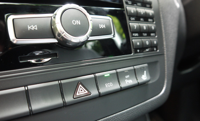 Mercedes-Benz B180 Eco SE centre console