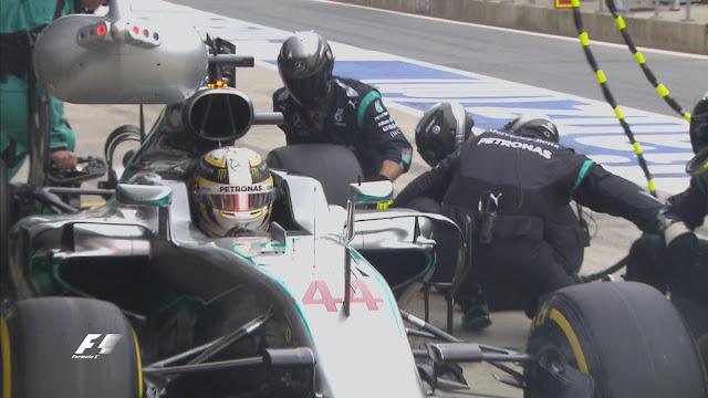 Hamilton melakukan pitstop dengan lambat. Padahal berpacu waktu dengan Rosberg yang sudah berada di posisi 2. Saat keluar pit, Rosberg sudah berada di depan Hamilton.