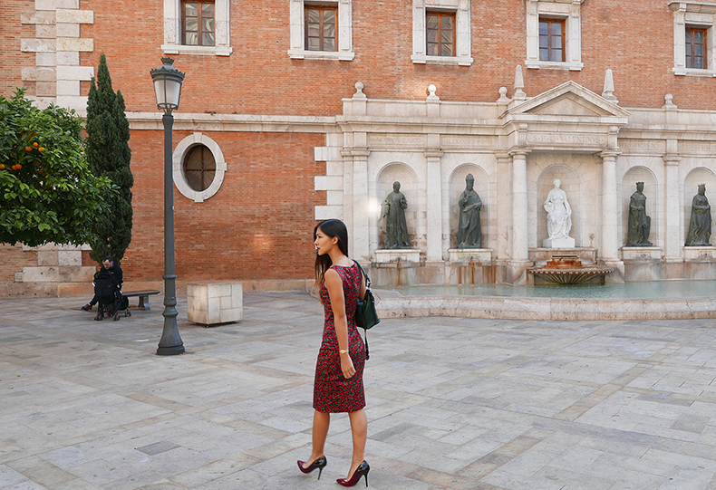 Euriental | fashion & luxury travel | rose Dolce & Gabbana dress and Guess heels in Valencia