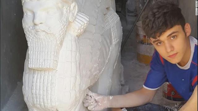Nenous Thabit Il ragazzo che combatte l'ISIS con l'arte