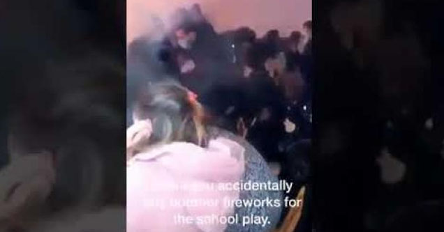 Acidente durante apresentação teatral com crianças onde usaram fogos de artifício em teatro