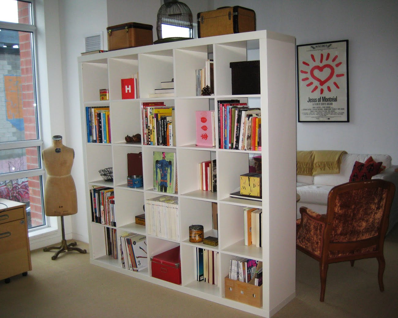 wall2wall ny tips bookshelf room divider sample designs. Black Bedroom Furniture Sets. Home Design Ideas