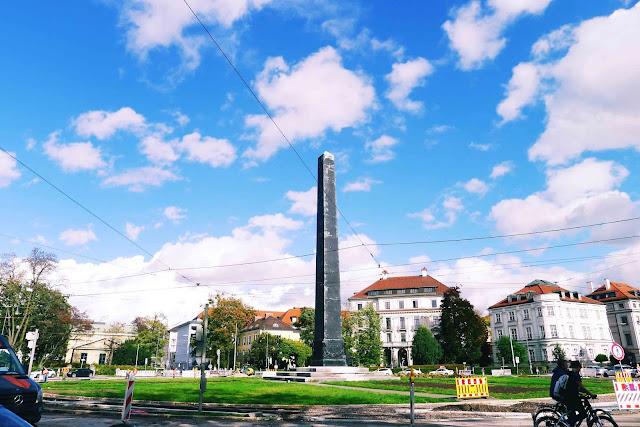 Karolineplatz Obelisk