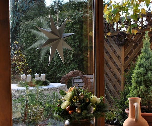 Weihnachtsdeko - Blick aus dem Fenster