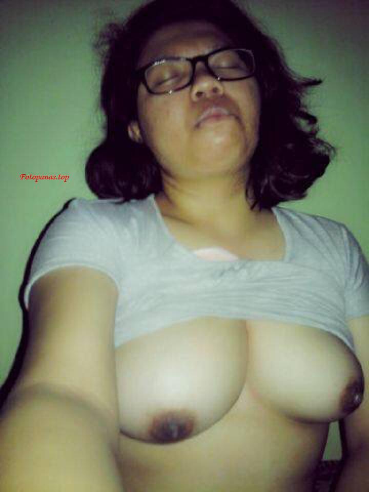 Abg Berkacamata Selfie Bugil Sange