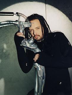 Jonathan Davis (Korn) et son pied de micro