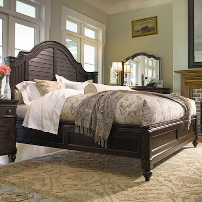 Universal Furniture Home Collectoin Queen Size Bed