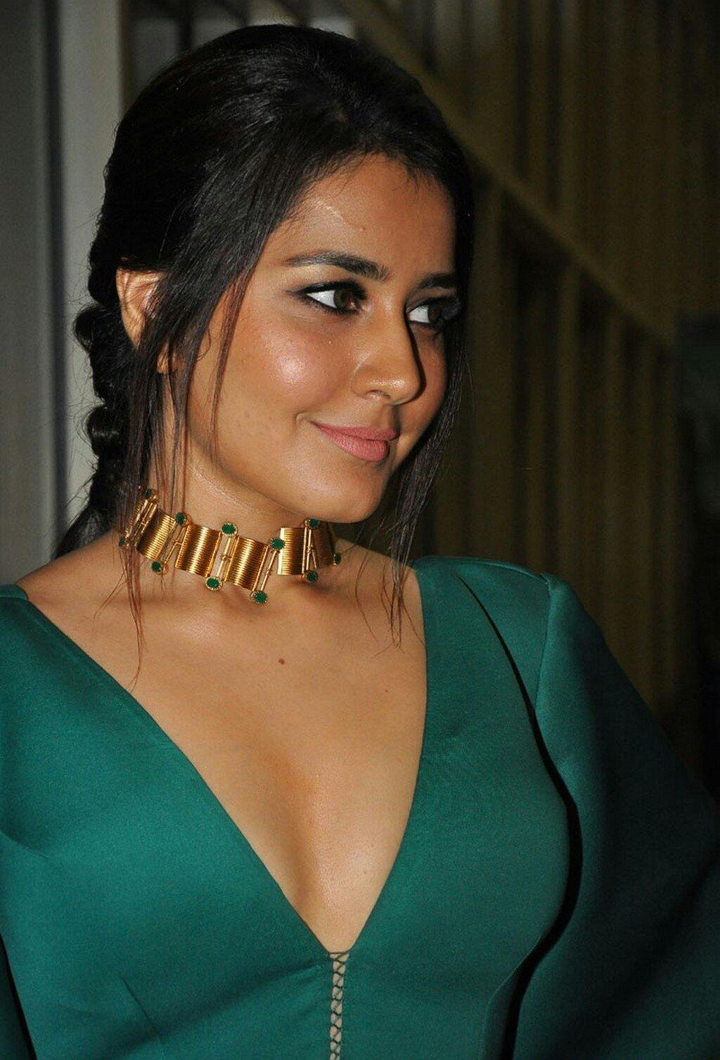 Rashi Khanna Sexy Deep Cleavage At Hyper Trailer Launch 8 1 - Rashi Khanna Sexiest Cleavage Pictures Collection-Hot HD Photos