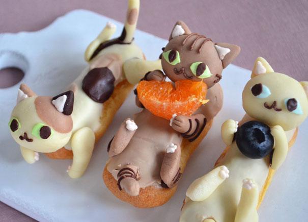http://ayoinfokan.blogspot.com/2015/09/kue-bentuk-kucing-yang-lucu.html