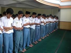 Peranan Guru Pendidikan Agama Islam terhadap Minat Shalat Berjama'ah Siswa