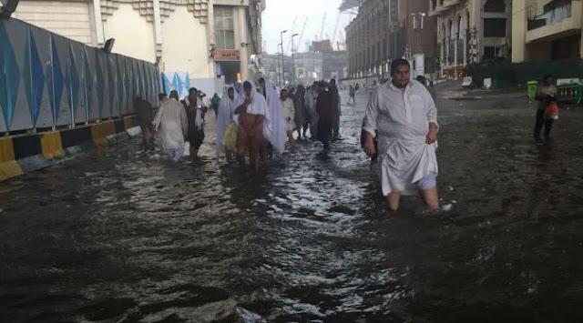 Kota Mekah Diguyur Hujan Deras Minggu Sore