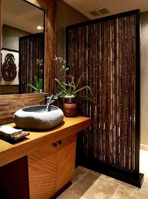 15 Design Kamar Mandi Unik Agar Rumah Tampil Beda - Sekat Bambu dan Wastafel Batu