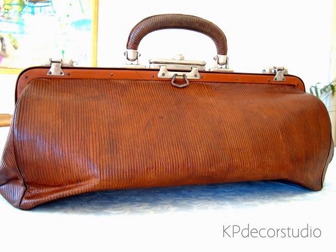artículos de decoración vintage. decorar con maletas antiguas de piel