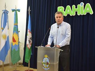 El intendente de Cambiemos extendió por decreto la suspensión del ingreso de empleados al Municipio. También habrá una revisión de los cargos jerárquicos