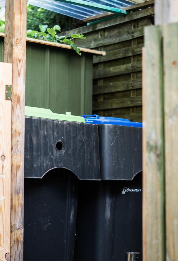 Blog + Fotografie by it's me! | fim.works | DIY: Unterstand für Mülltonnen und Schubkarre bauen | Mülltonnen