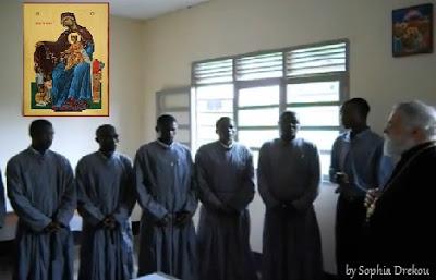 """Συγκινητικό: Ψάλλουν """"Τη Υπερμάχω"""" στα Σουαχίλι - Η εικόνα της Παναγίας των Ορφανών στην Αφρική (βίντεο)"""