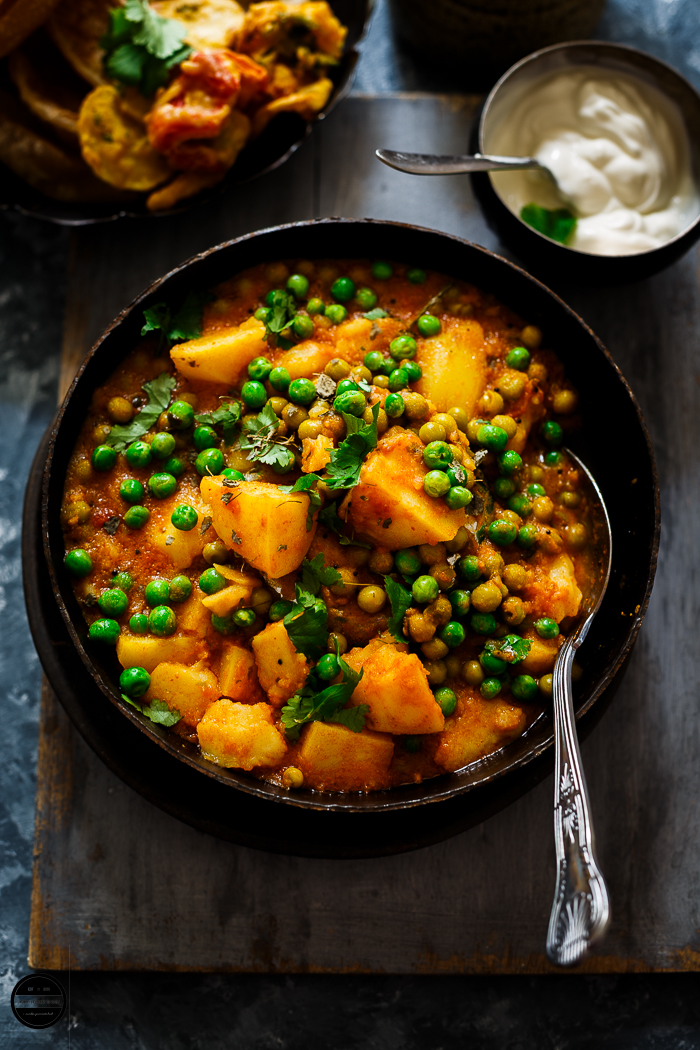 Aloo Matar served in a rustic bowl