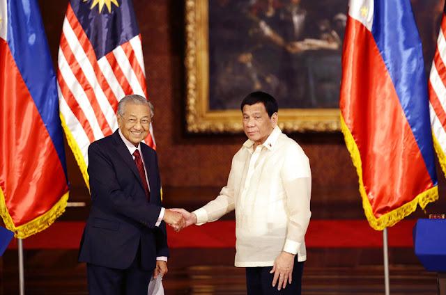 Mahathir Peringatkan Duterte: Hati-hati dengan Pinjaman China