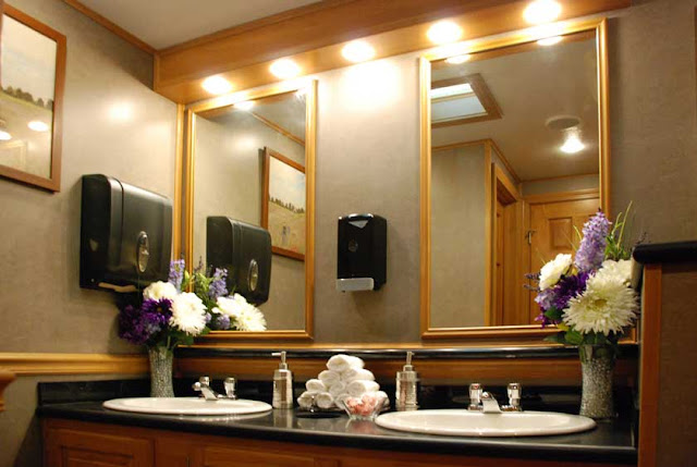 Executive Restroom Trailers | The Regency